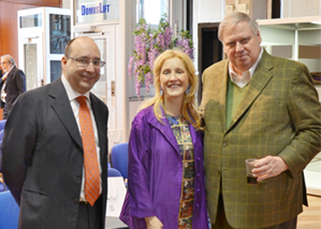 Ing. Matteo Volpe et Maria Volpe dans le showroom IGV avec prof. Andrew Lawlor, coordinateur de l'équipe de l'Université du Michigan