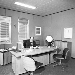 L'ingénieur dans son bureau à Segrate dans les années septante